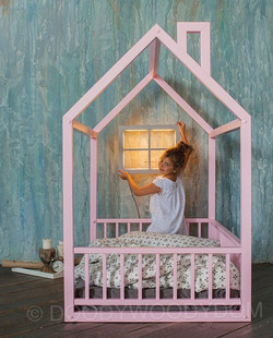 Деревянный детский домик с ночником
