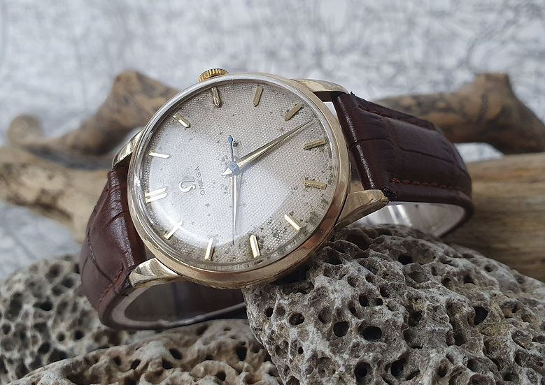Vintage Omega 2513-13SC With Waffle Dial. 80m case.