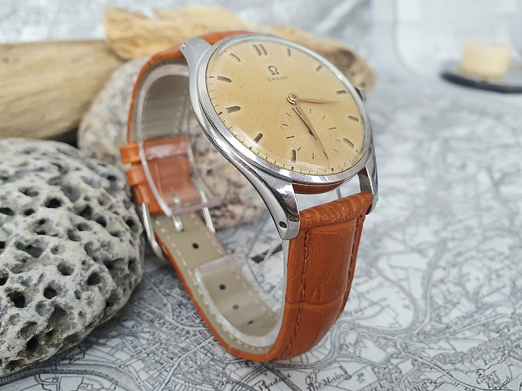 Very fine looking and rare 1954 Omega 2505-30, jumbo 38.5mm case