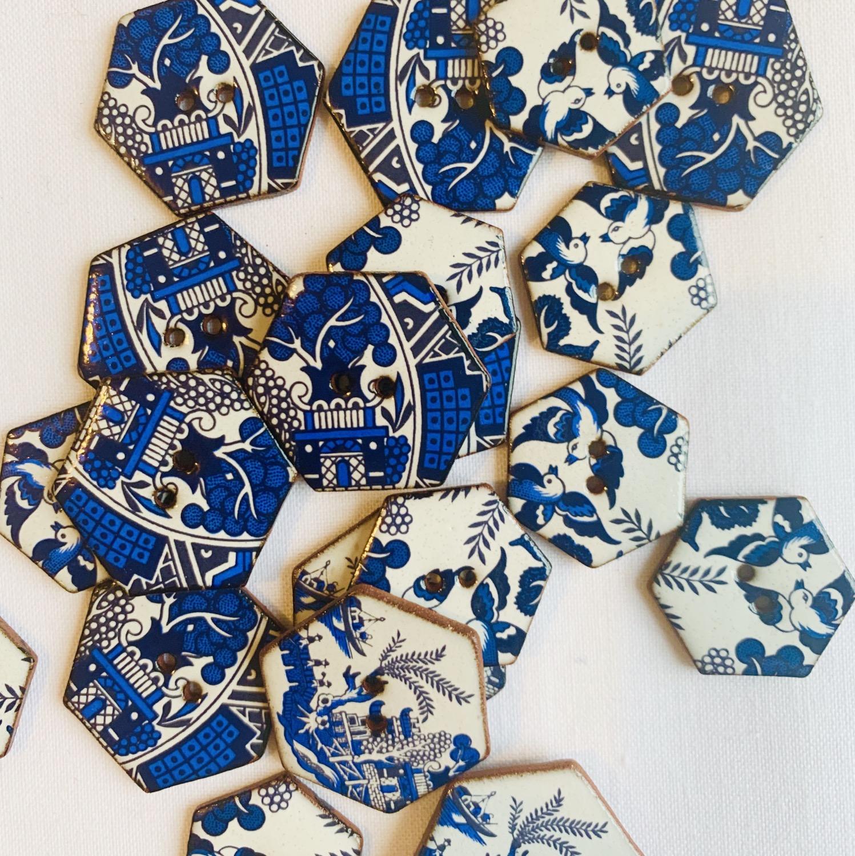 Thumbnail: Willow Pattern Ceramic buttons - Hexagonal