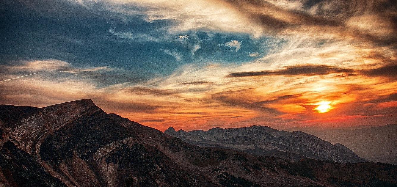 mountains-440520_1920_edited.jpg