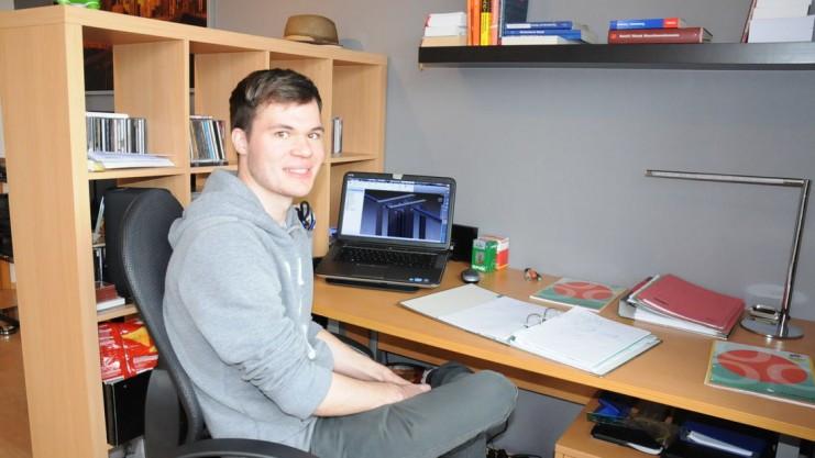 Student im Zimmer.jpg