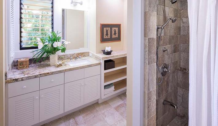 Hallway Bathroom off Garden Bedroom