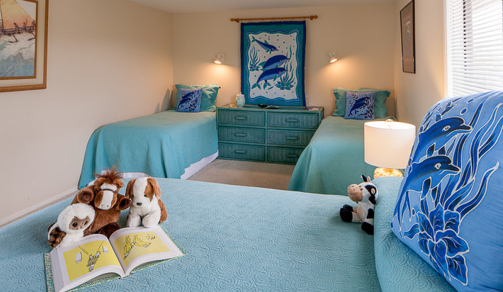 upstairs bedroom with a Queen bed and two Twin beds