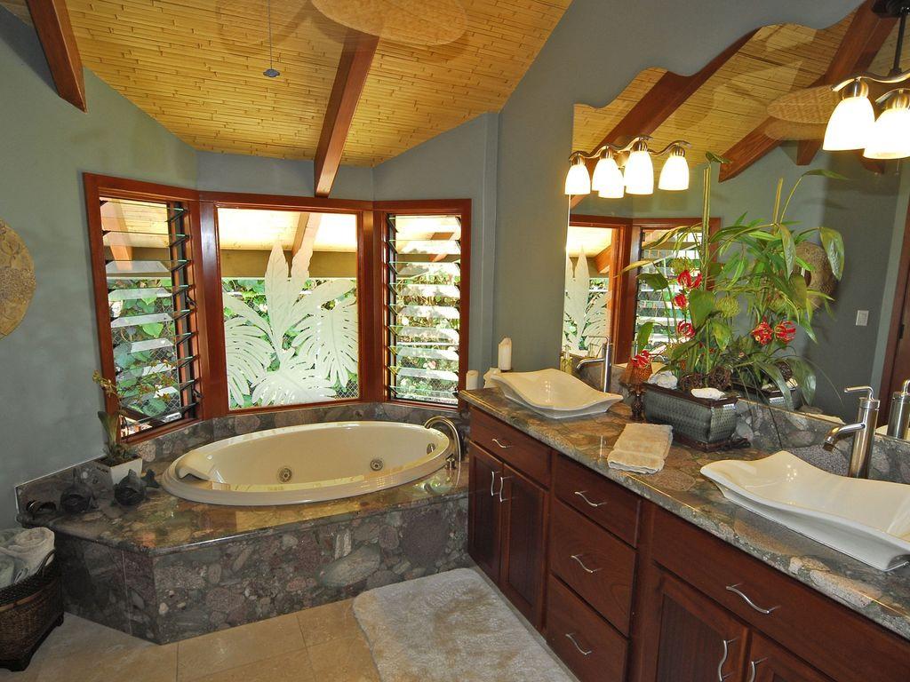 Mango Suite Bathroom