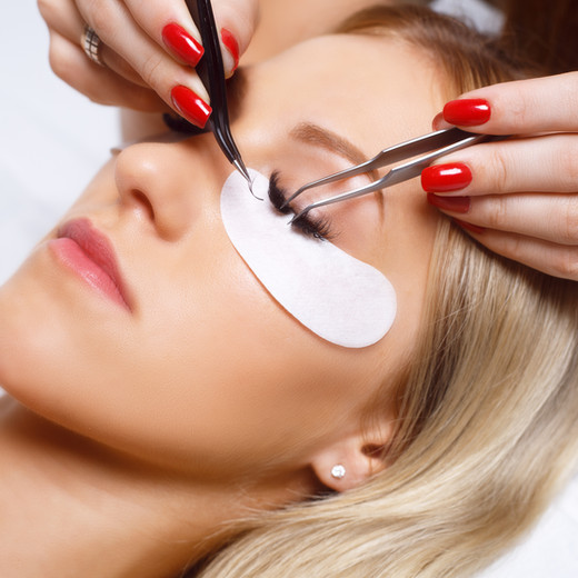 EXPLAINING TO CLIENTS BENEFITS OF EYELASH EXTENSIONS OVER FALSE STRIP LASHES