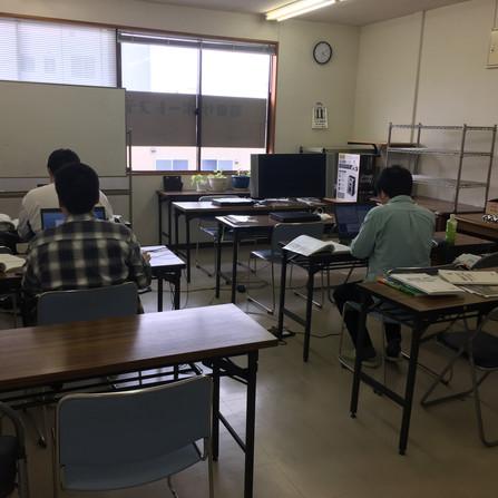 PC自習室 開放中です。