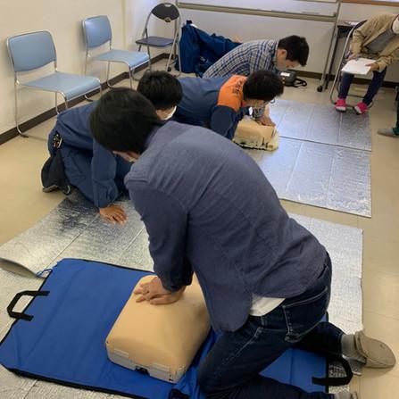 AEDを使った心肺蘇生法。勉強になりました!