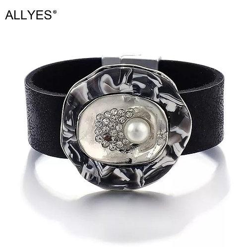 Allyes Leather Pearl Bracelet