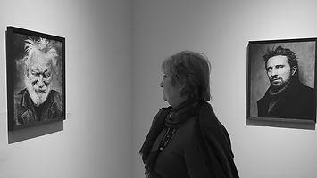 Magda met 2 fotos.jpg