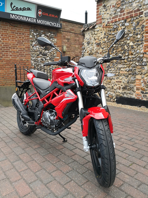 Benelli BN 125 Red