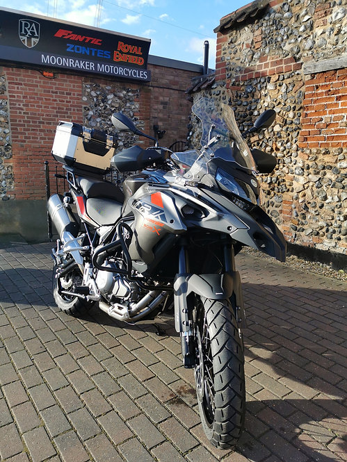 Benelli TRK 502 X  (Alloy Box not included)