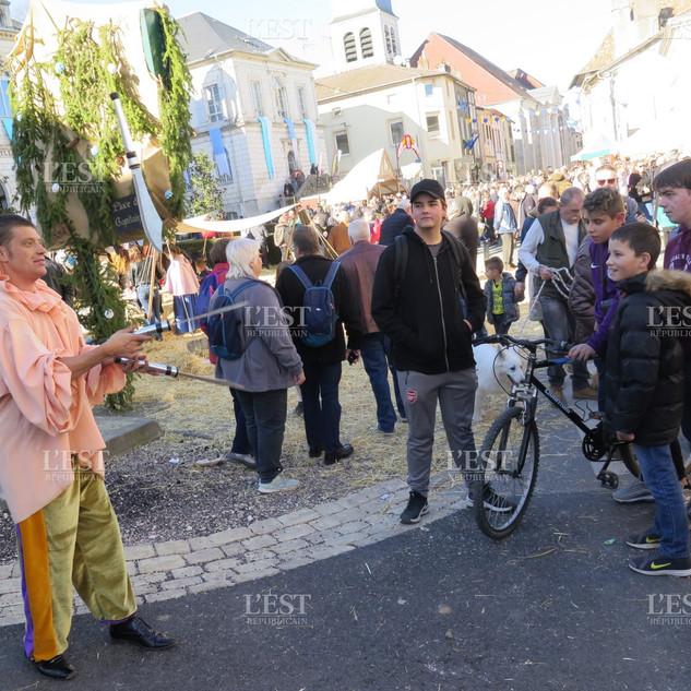 jongleur-et-cracheur-de-feu-lors-de-spec