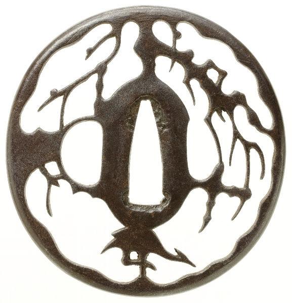 柳に鷺透図鐔 銘 忠時作(六代)