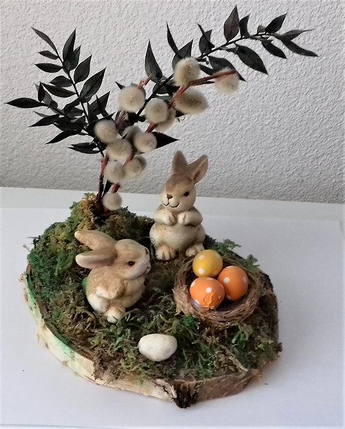 Osterhasen beim Nest