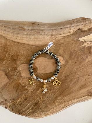 Bracelet perle grise avec breloques Nala