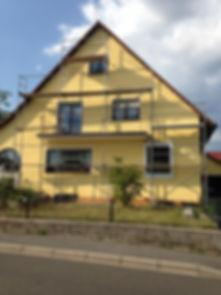 Fassadenanstrich mit Gerüst