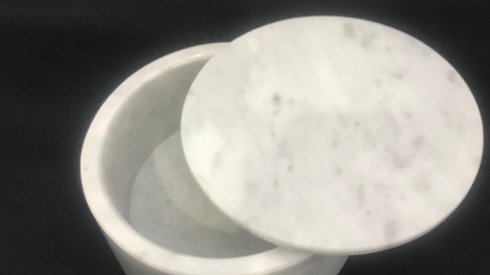 Cofre de mármol redondo con tapa