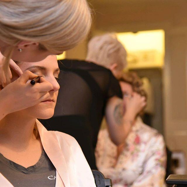 Makeup queens! Jamie and Nicole working their magic at Kelly's wedding!  _jamiepparker _kellykelllz