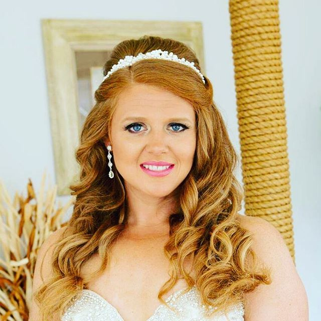 This beautiful bride 👰 from the summer! _breaking_fitness absolutely gorgeous! #bridalhair #brideso