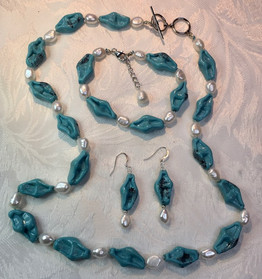 Vintage Glass Beads and White Pearls Necklace PP121