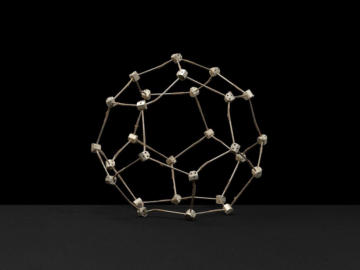 Hexadecahedral crystalline lattice