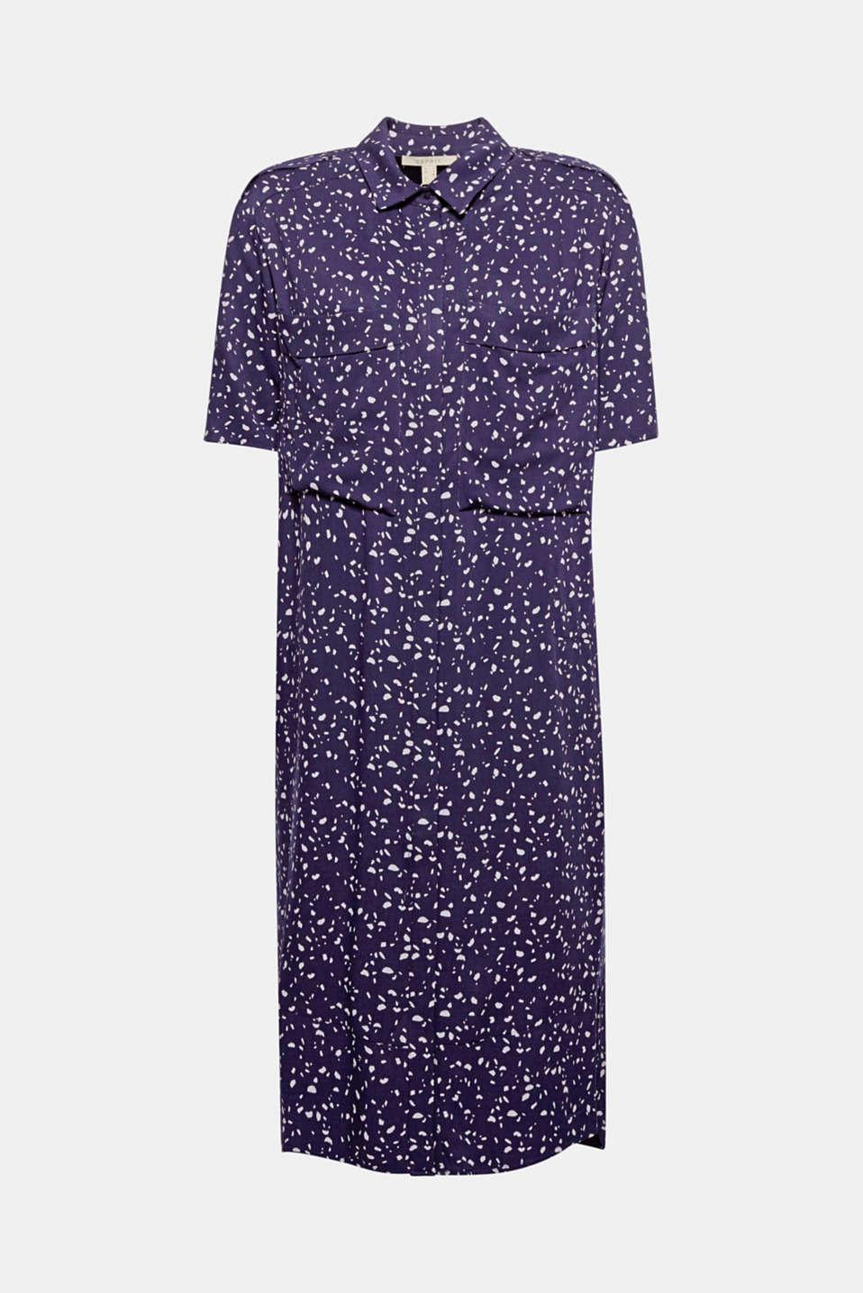 Idéale aussi bien au travail que dans la vie de tous les jours - cette robe chemisier imprimée à poches plaquées vous fait un look impeccable tout au long de la journée.