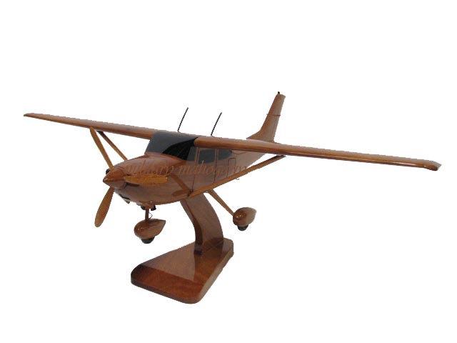 Cessna 182 Wooden Model