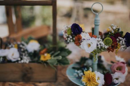 עמדת תכשיטי פרחים