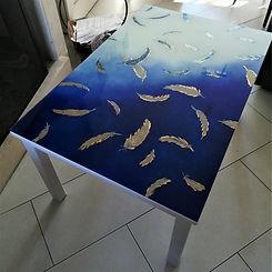 Table aux plumes