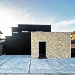 配色センスの光るヴィンテージ仕様住宅。