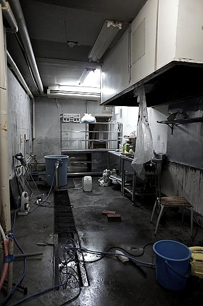 荒れ果てたキッチン