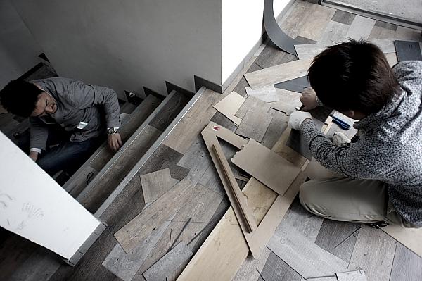 階段の貼ります。