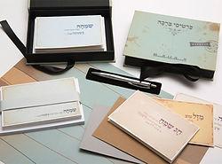 מגוון רחב של כרטיסי ומוצרי נייר ברכה מעוצבים לשימוש בכל ימות השנה