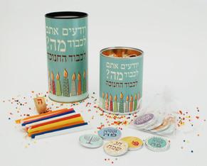מתנות לחג החנוכה - מארז נרות בגדלים שונים כולל מטבעות שוקולד ממותגים