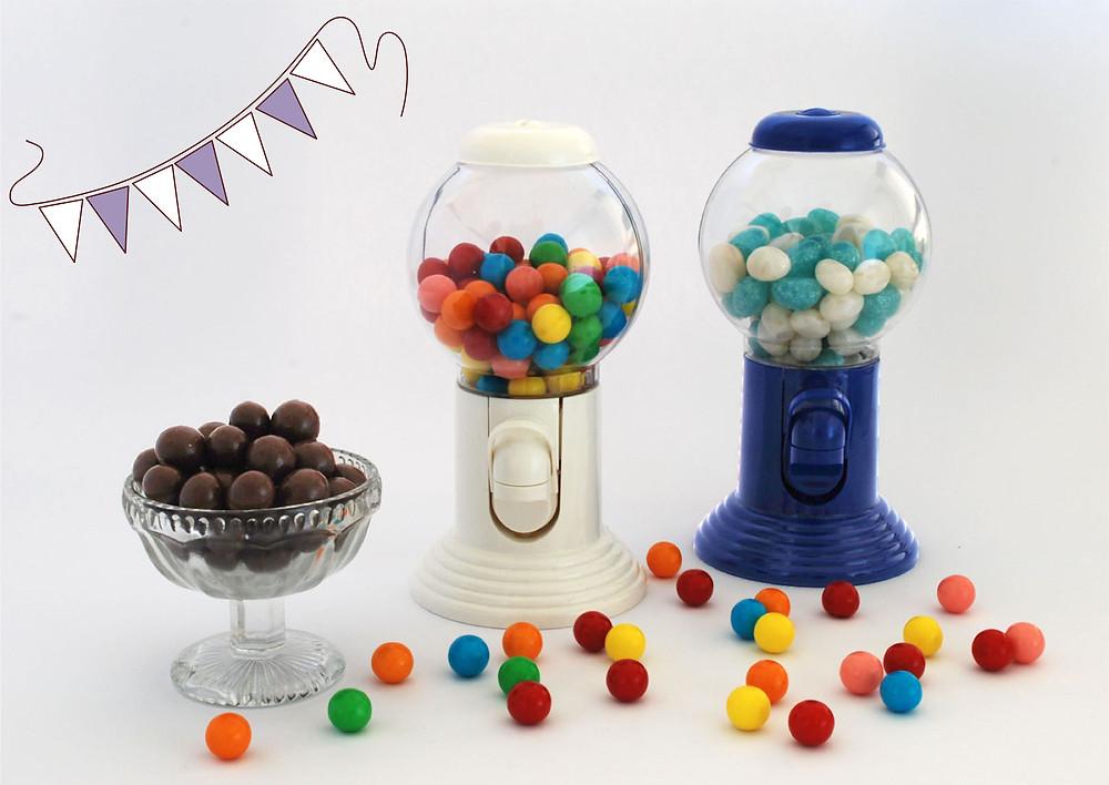 מתקן למסטיקים במילוי מסטיקים או סוכריות