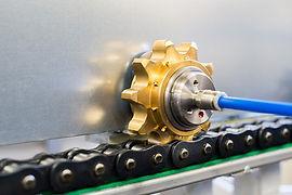 ROTALUBE Sistema único de lubrificação de correntes industriais sem desperdício de lubrificante e óleo. Sistema Rotalube é patenteado e distribuido pela Interbrasil. Faça uma consulta. Economia na manutenção e corrente com vida útil triplicada.