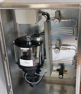 Os sistemas Rotalube para lubrificação de correntes podem vir já montados em caixa de inox para facilitar a instalação no projeto de sua empresa