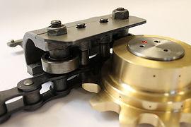 Rotalube Sistema de lubrificação de correntes industriais. Triplica a vida útil da corrente. Aumenta a produtividade, diminui o consumo de lubrficante, reduz a manutençãoe paradas inesperadas. Seguro e automático. Não necessita de acompanhamento diário.