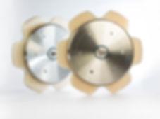 Sistema Rotalube de lubrificação de correntes no Brasil e no Mercosul. Exclusivo sistema de lubrificação de correntes patenteado. Sua corrente lubrificada o tempo todo. Soluções econômicas e inteligentes. Rotaube é distribuido apenas pela Interbrasilltda e está presente na principais industrias do mundo. Saint Gobain possui Rotalube - Nestle possui Rotalube- M. Dias Branco possui Rotalube. Lubrificar correntes personalizado - lubrificador personalizado - bomba de lubrificação com engrenagem Rotalube personalizada.