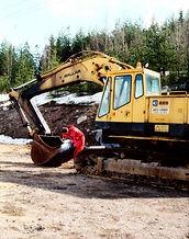 Sua Escavadeira com gerador de solda próprio. DYNASET BRASIL. A melhor opção para trabalhar em lugares remotos e sem assistência imediata . Interbrasil é distribuidora.
