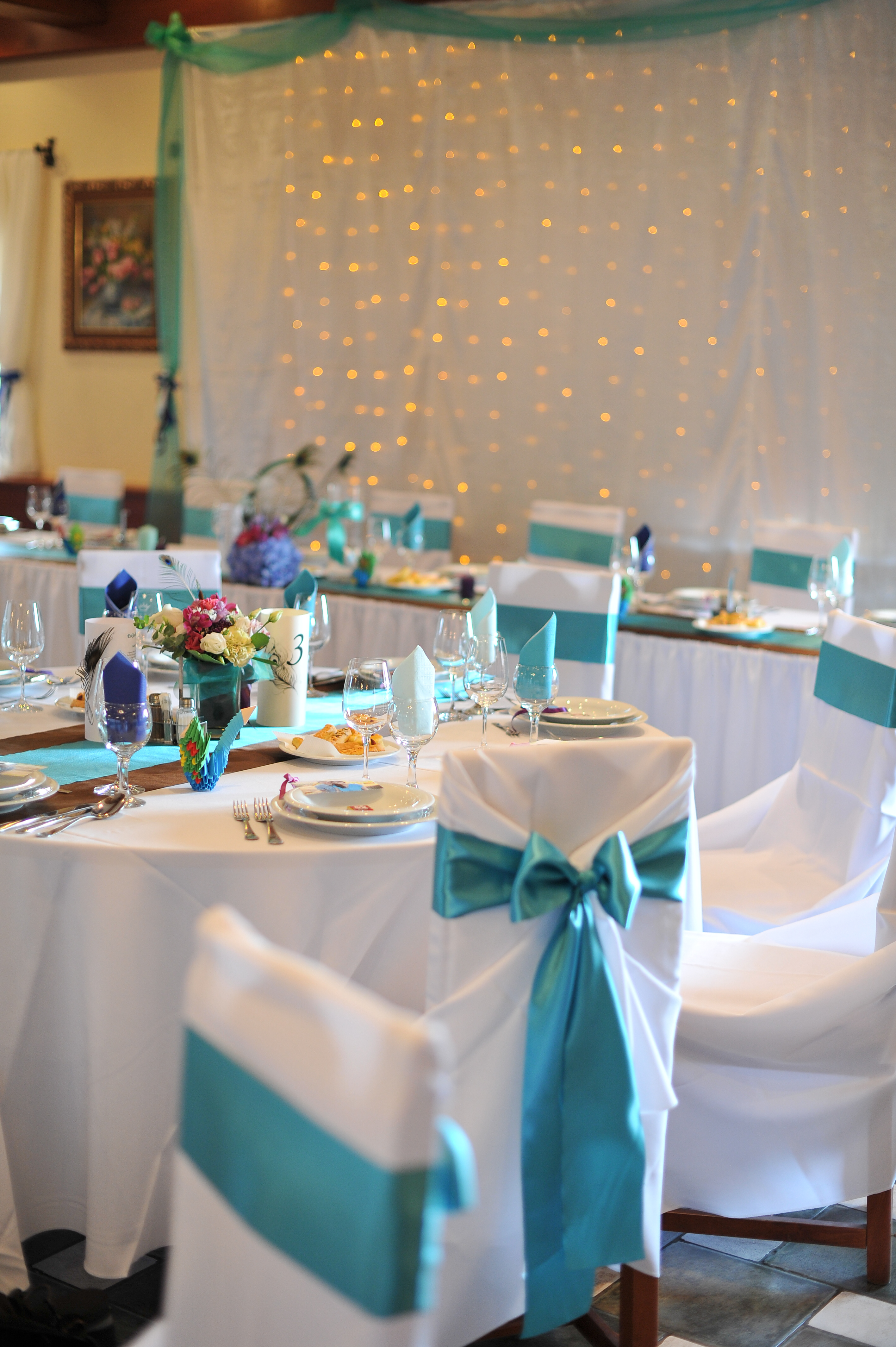 b8af028661 Esküvői asztaldísz pávatollal