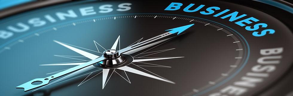 Bild eines Compass der Richtung erfolg zeigt. Darauf Zitat von Robert Kiyosaki Focus ist gleich Follow On Course Until Sucess