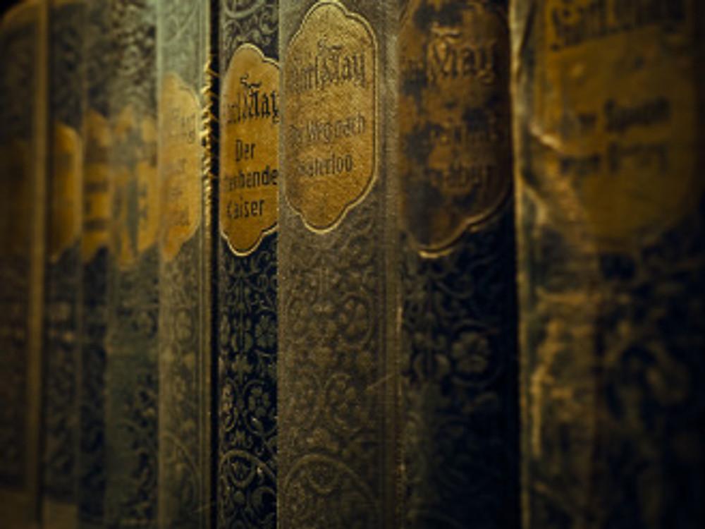 books-1138974_1920