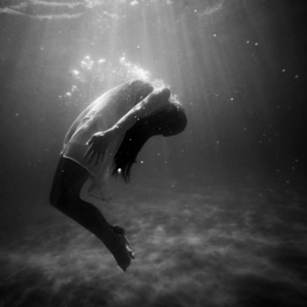 woman underwater.jpeg