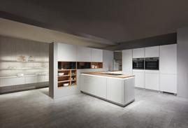 Cuisine façades blanches et plan de travail couleur bois
