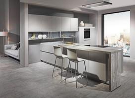 Cuisine façades blancs/gris avec plan de travail bois