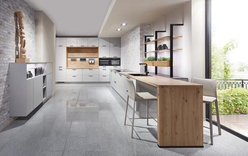 Cuisine façades blanc mates avec plan de travail bois