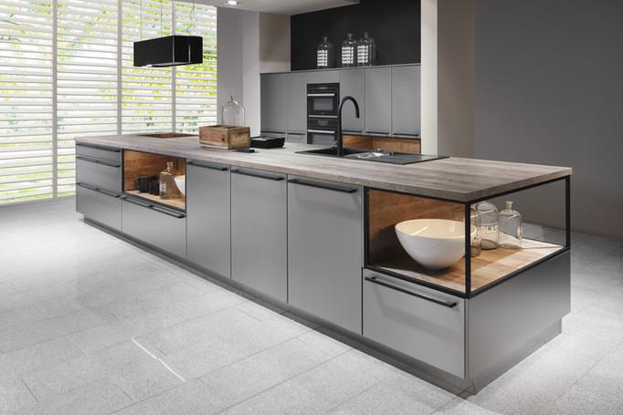 Cuisine façades grises et plan de travail en bois