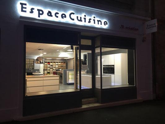 Magasin exterieur espace cuisine.jpg